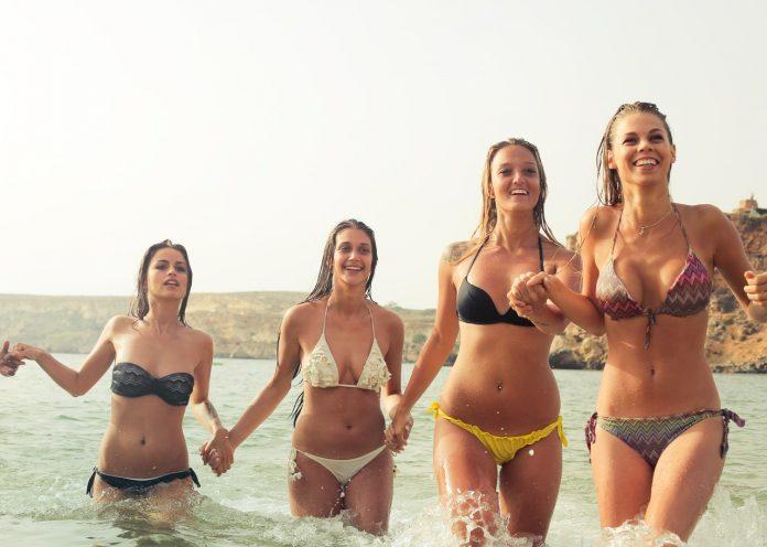vrouwen met bikini