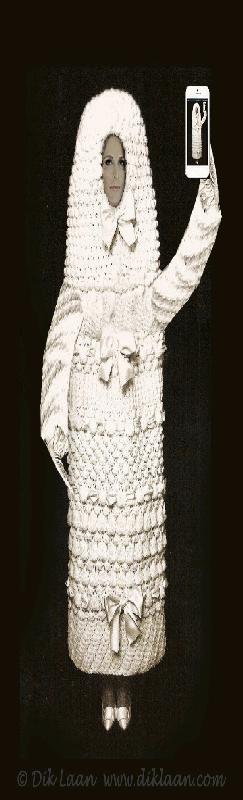 selfie foto van een tampon met Hellen van Royen look a like