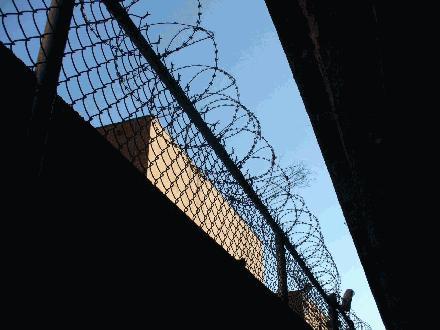 Fenced Inner and Outer Walls - Omheinde Binnen en Buiten Muren