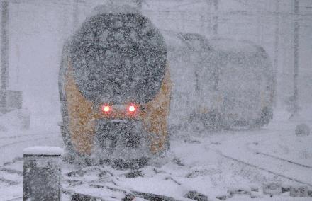 trein vast in sneeuw