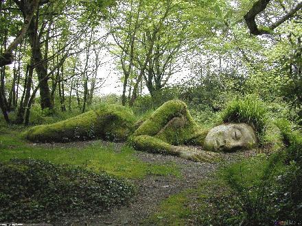 01 Naakte vrouw in  het bos van the Lost gardens of Herigon