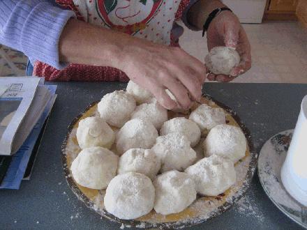 020 Balls_of_lefse_dough