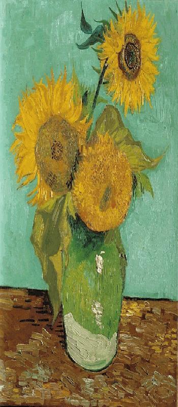 001 Drie zonnebloemen in een vaas