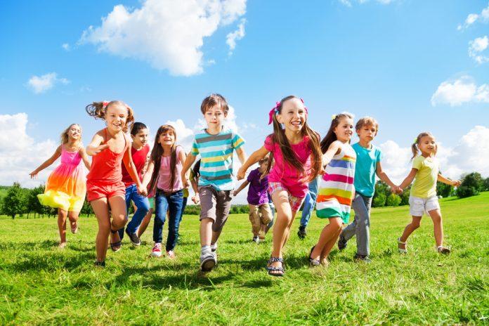 kinderen met hippe kleding